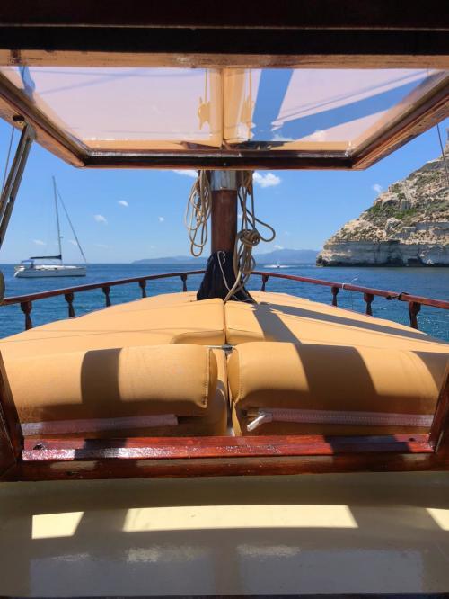 Vintage Boot und Sitzgelegenheiten