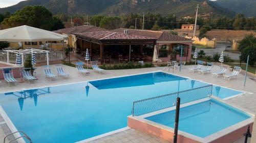 Schwimmbad einer Residenz in Arbatax