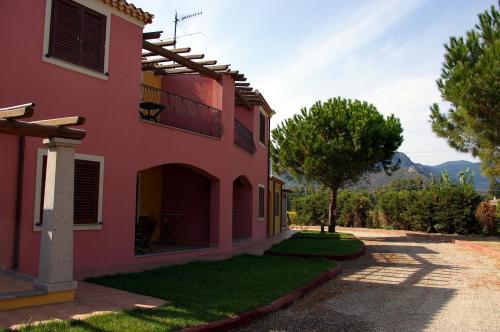 Exterior Residencia y jardín en Arbatax