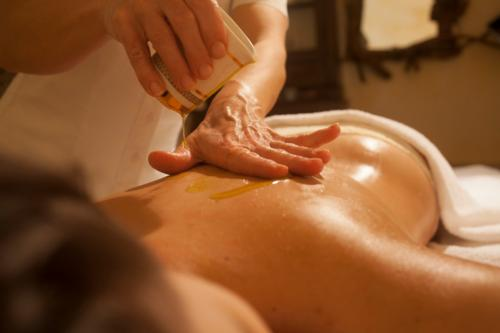 Sensory massage with Sardinian oils
