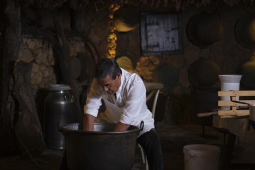 Guide during the preparation of Pecorino Sardo
