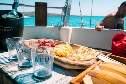 Aperitif based on Sardinian products on board a sailing boat