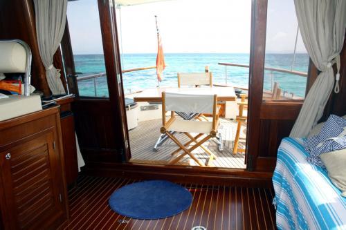 Interno barca a motore Arcipelago di La Maddalena
