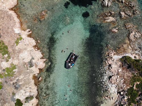 Schlauchboot im Porto della Madonna