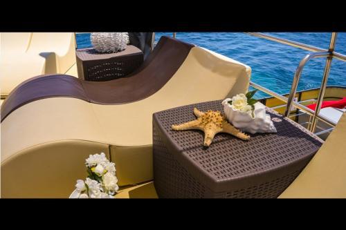 Liegestuhl an Bord eines Motorschiffs auf demPonte Vip