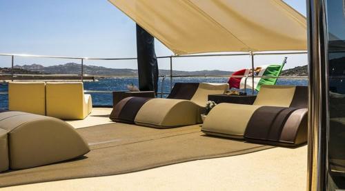 Outdoor-Sofas im Motorschiff