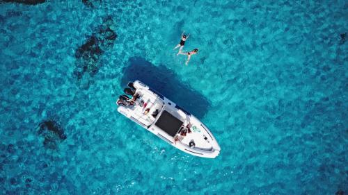 Foto drone escursione in gommone nell'Arcipelago di La Maddalena