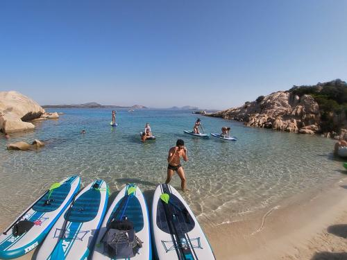 In spiaggia a San Teodoro durante escursione SUP