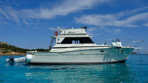 Motorboot im La Maddalena Archipel