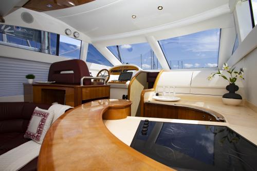 Interno Yacht di lusso Poltu Quatu